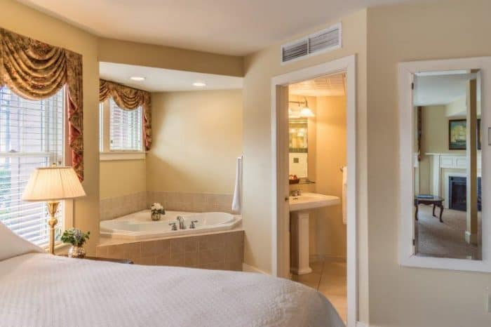 suite master bedroom